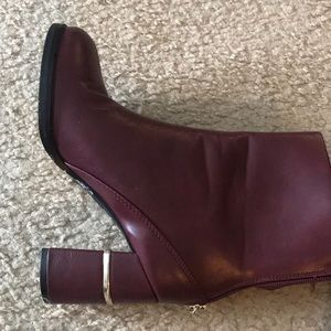 maroon boot size 6